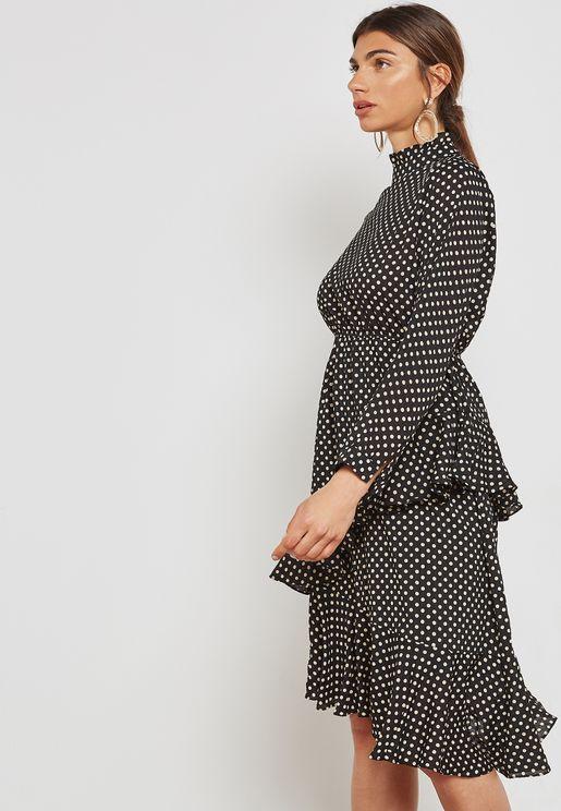 فستان بكشكش وطبعات نقاط بولكا