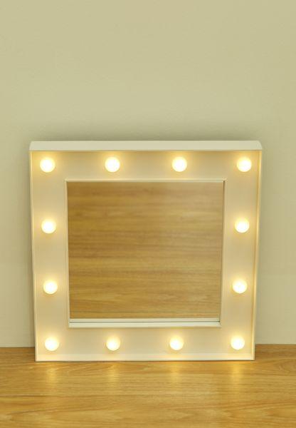 مرآة بإضاءة ليد