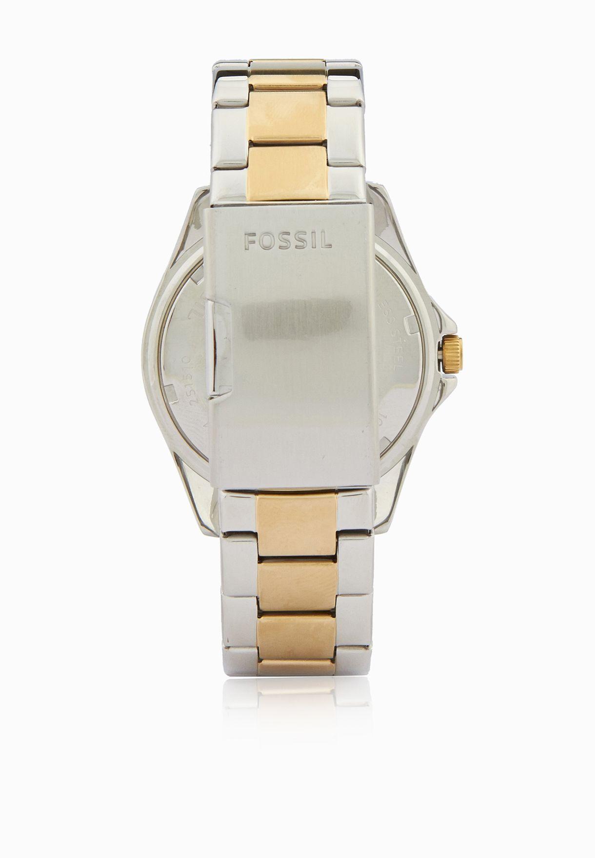 ساعة معدنية بشعار الماركة