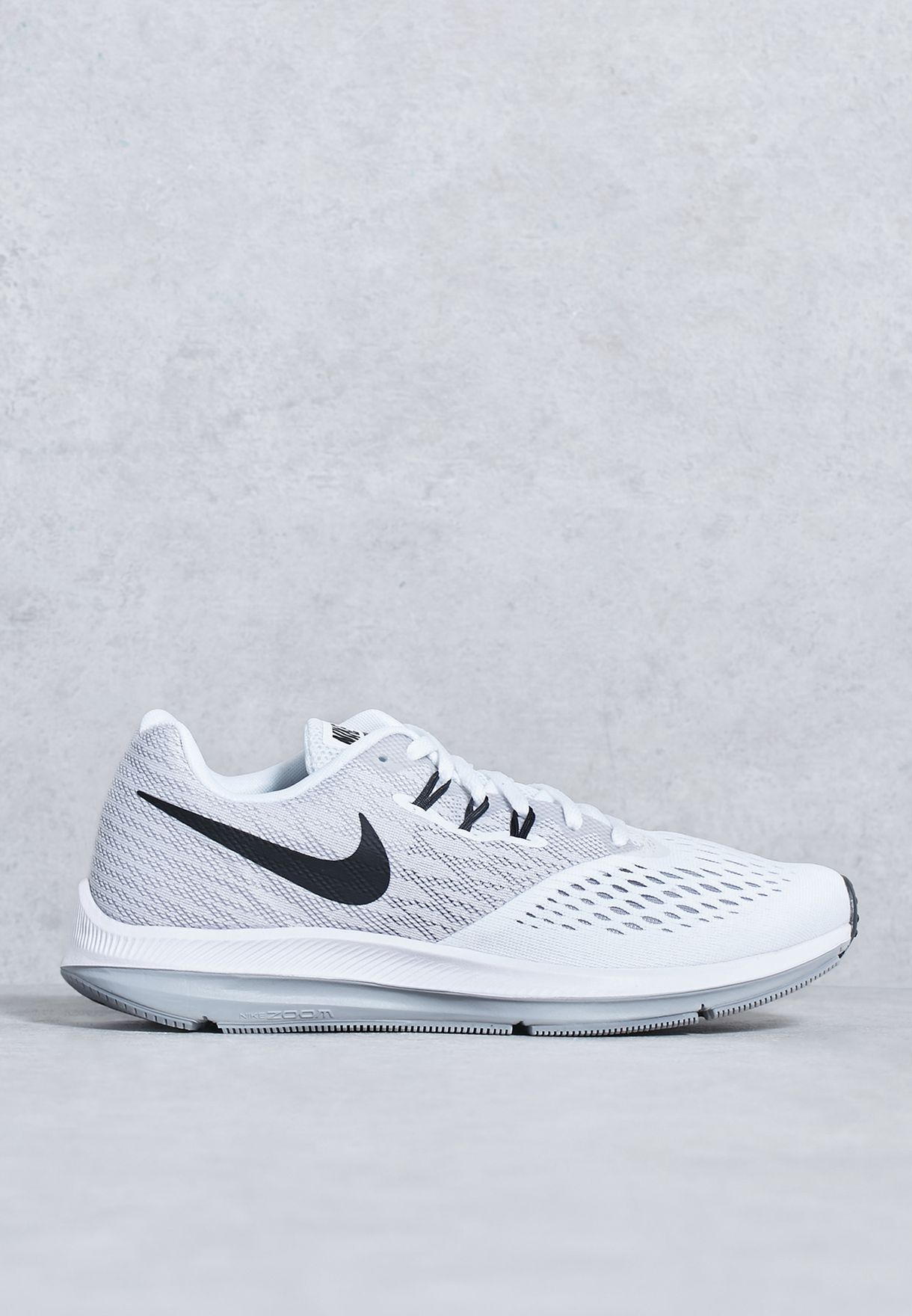Shop Nike white Zoom Winflo 4 898485-100 for Women in UAE - NI727SH70WQB cb6fe126687ce