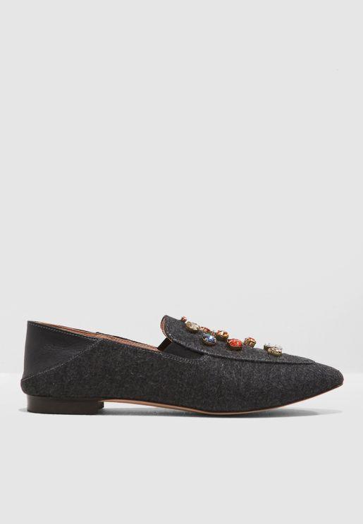 حذاء سهل الارتداء مزين باحجار لامعة