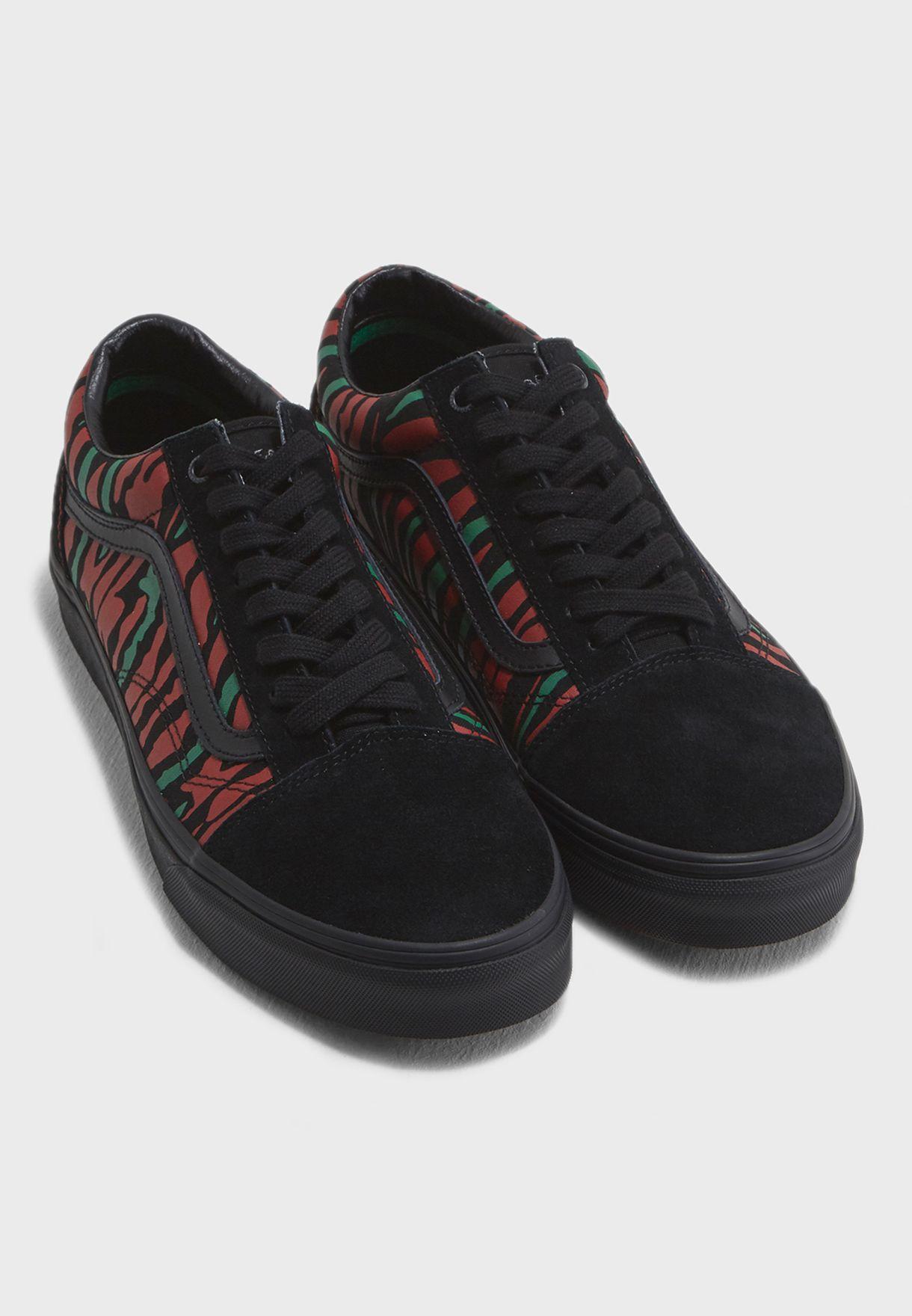 Shop Vans prints ATCQ Old Skool 8G1Q4B for Men in UAE - VA088SH50YBD 7359a2b5c0422