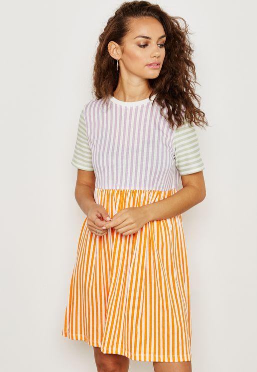 فستان بخطوط