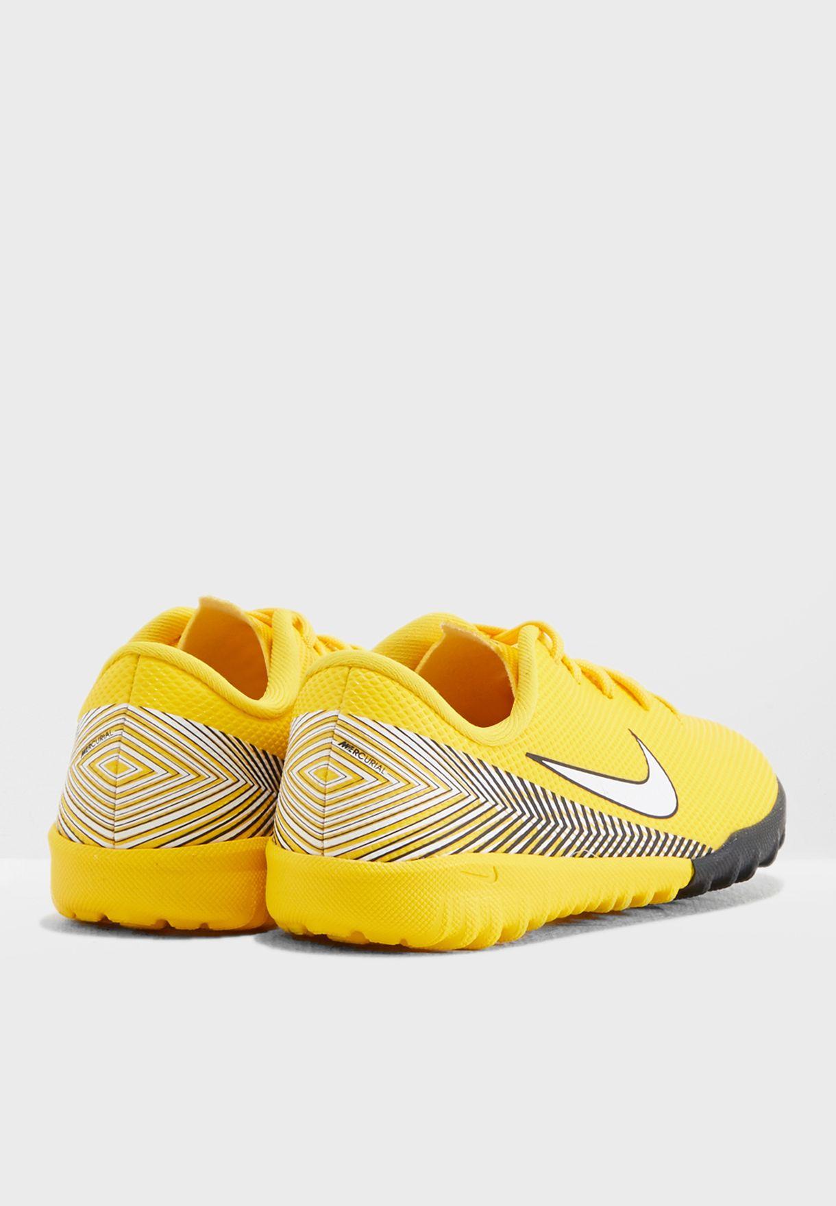 حذاء فانتومكس 3 أكاديمي للأسطح العشبية