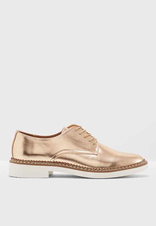 حذاء براق باربطة
