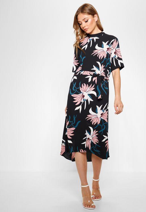 فستان بطبعات واربطة