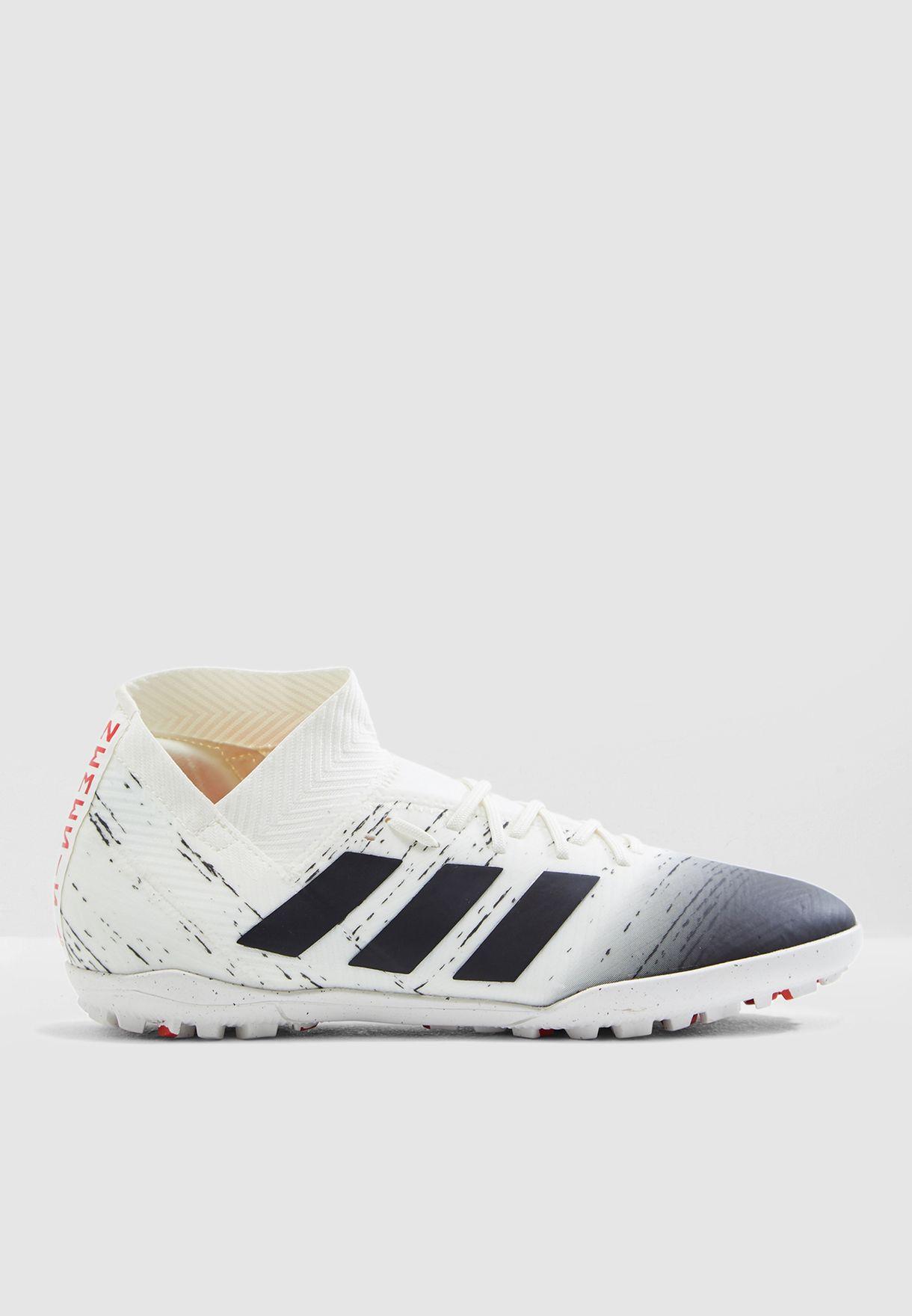 حذاء نيميزيز 18.3 للاسطح العشبية