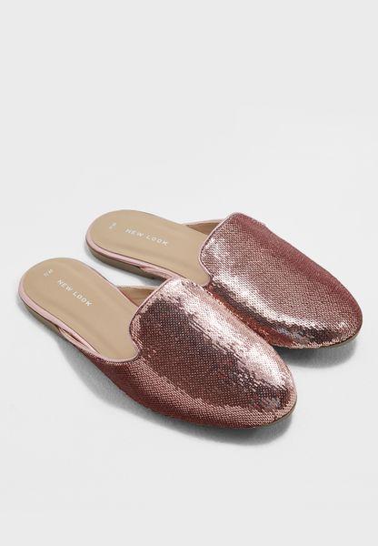 حذاء مزين بالترتر