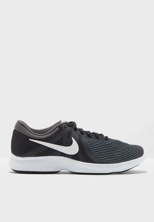 حذاء ريفولوشن 4