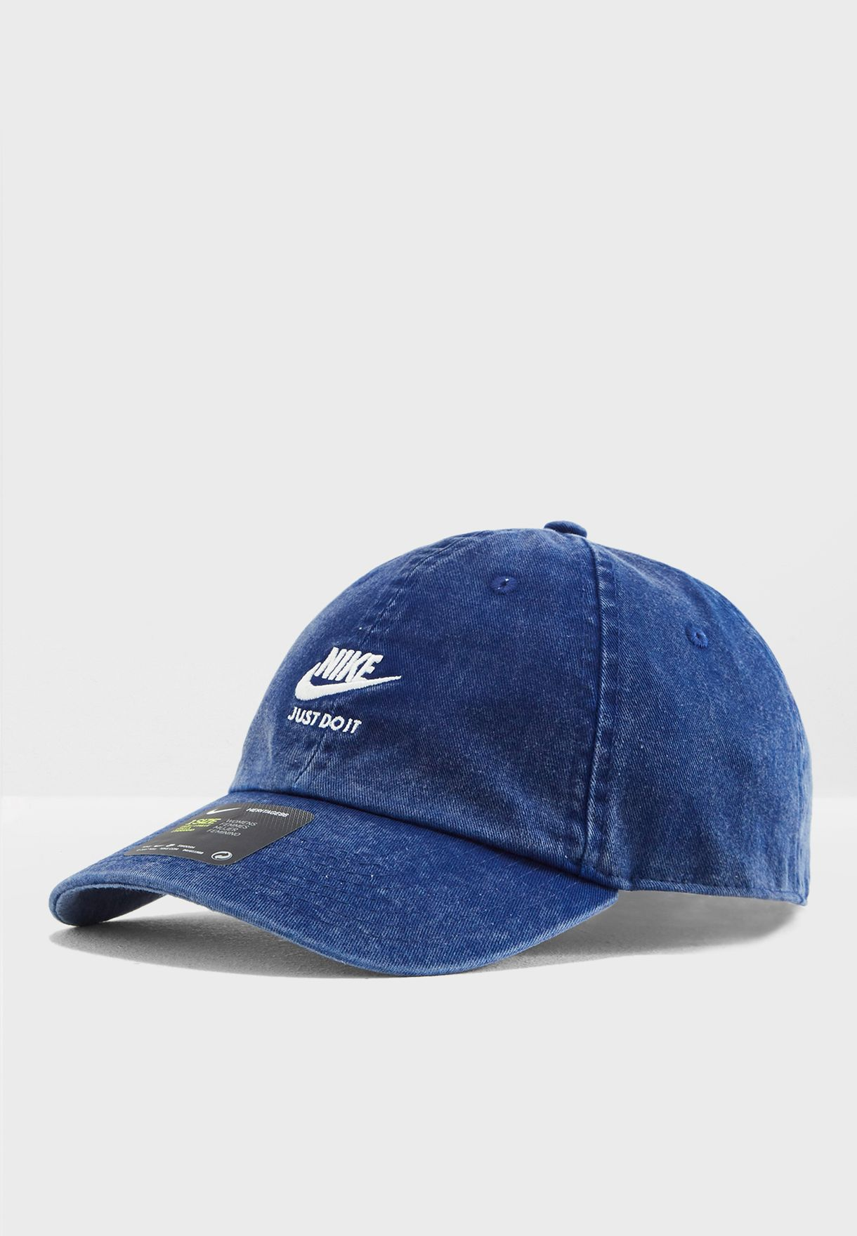 meet b6ca9 88273 Shop Nike navy Heritage 86 Cap 925421-478 for Women in UAE ...
