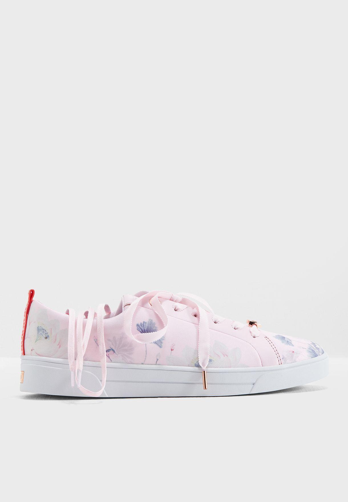 حذاء سنيكرز مزين بازهار