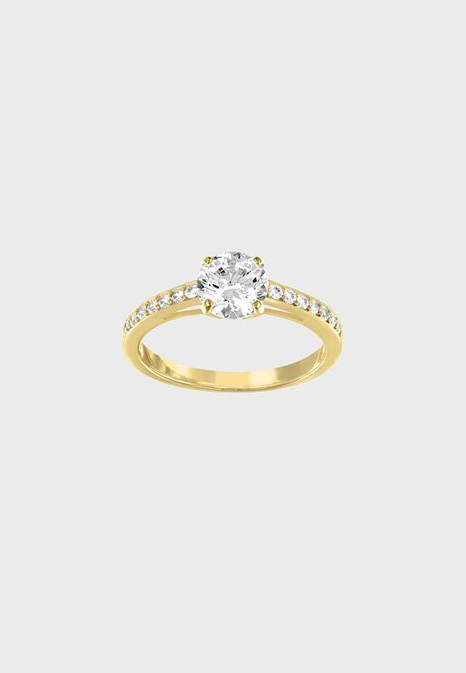 خاتم مطلي بالذهب