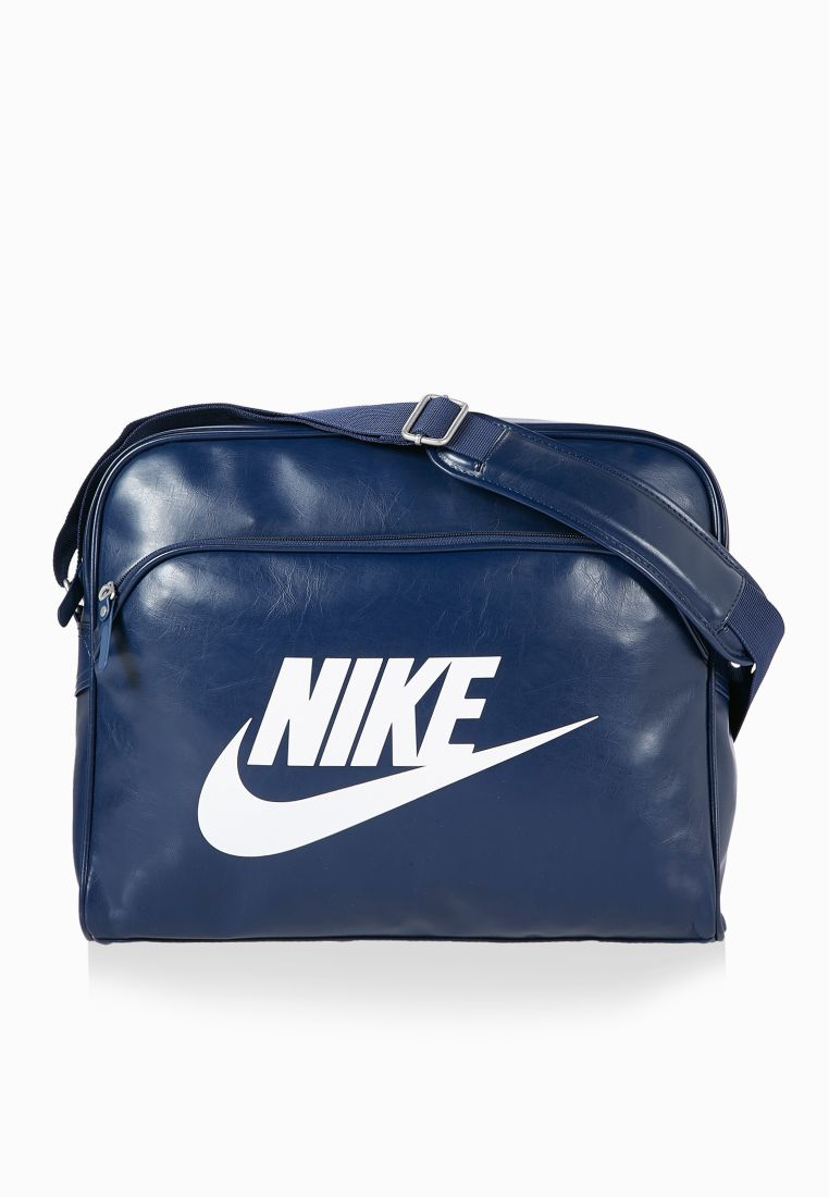 ff891c478e ... nike pas cher air max formateurs - Shop Nike navy Heritage SI Track Bag  for Men ...