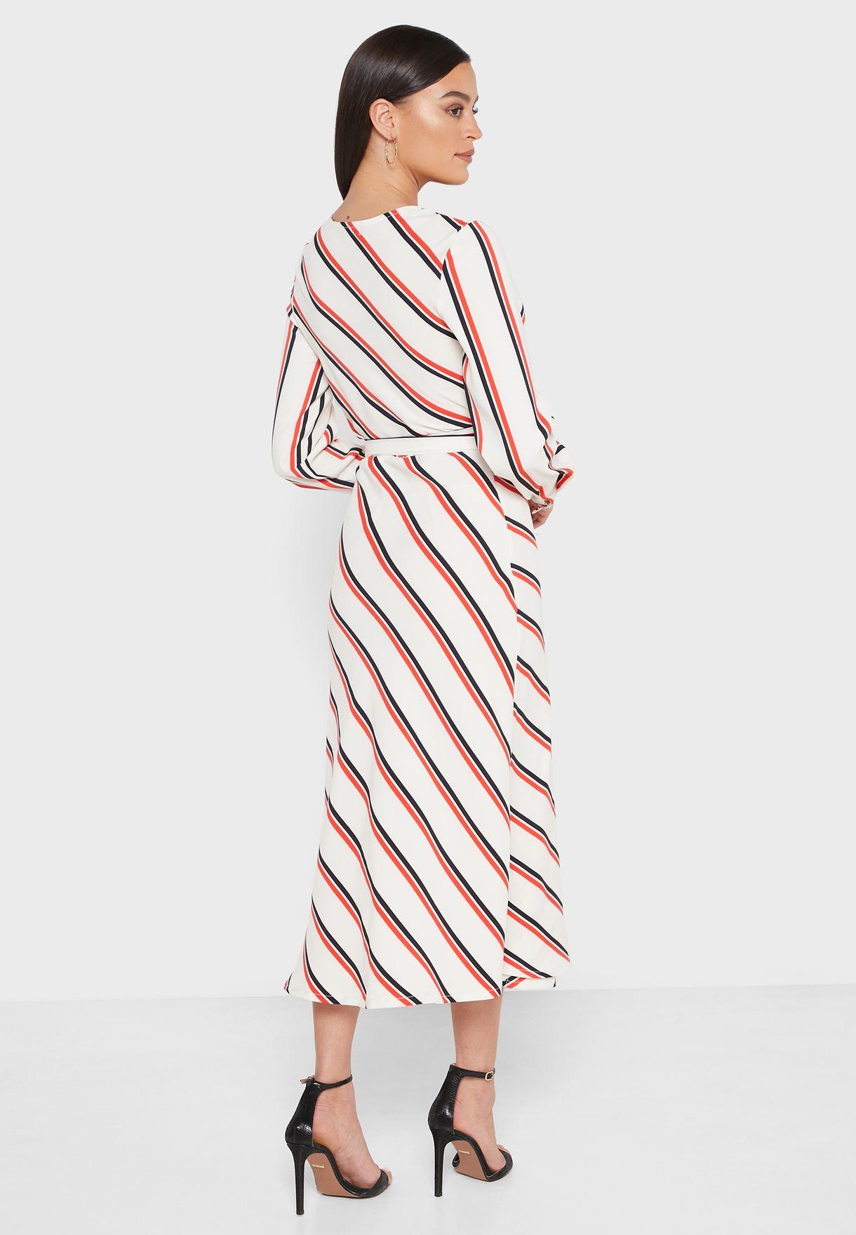 فستان بنمط لف مع طبعات خطوط