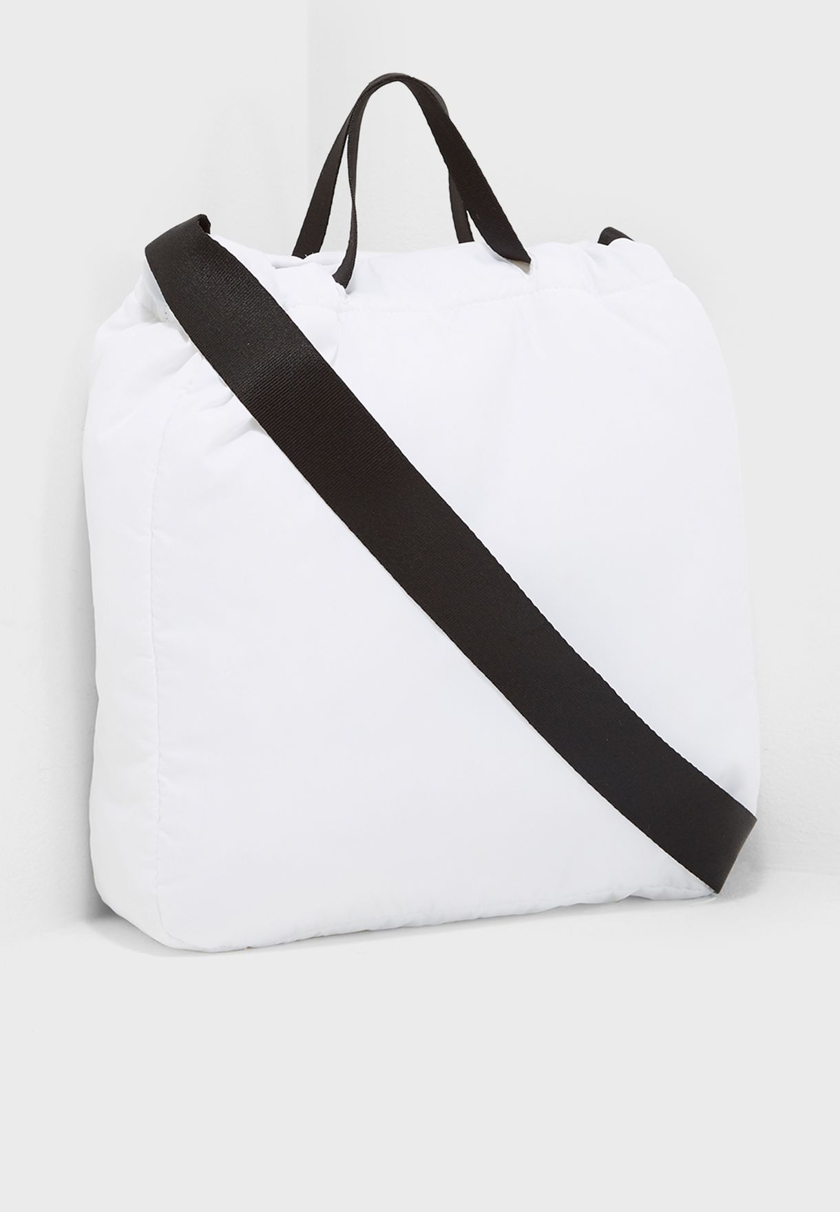 9487165559 Shop Under Armour white Motivator Crossbody Tote 1291002-100 for ...