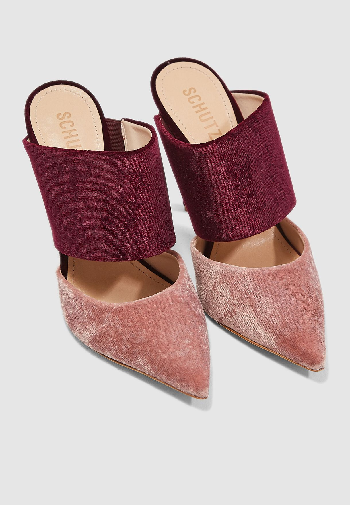 حذاء انيق بكعب مستدق