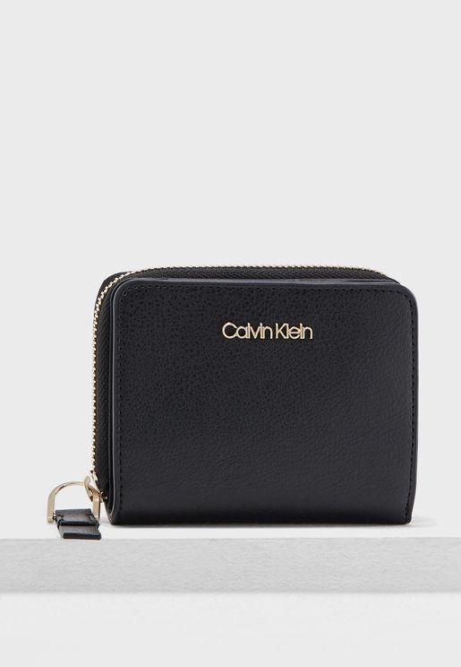 Medium Frame Zip Wallet