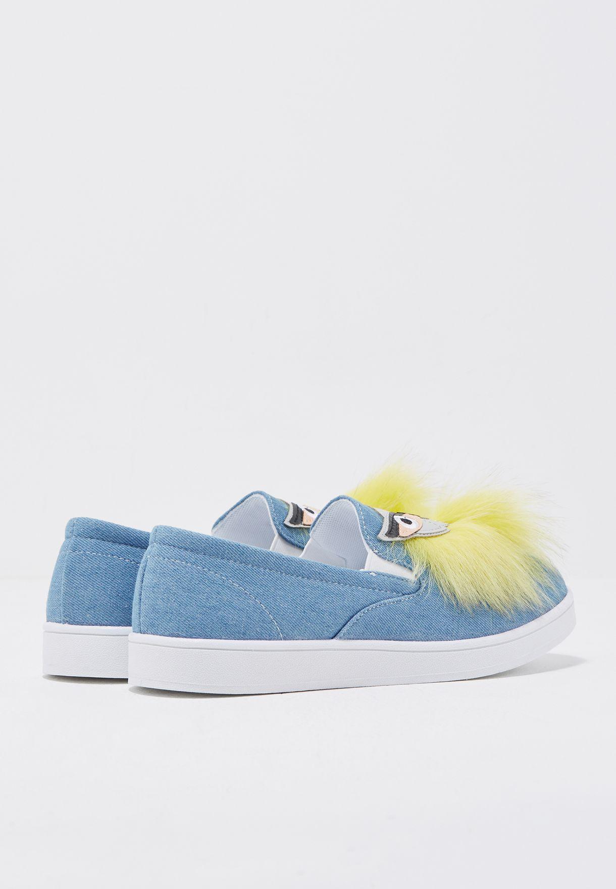 حذاء مزين بشكل بومة
