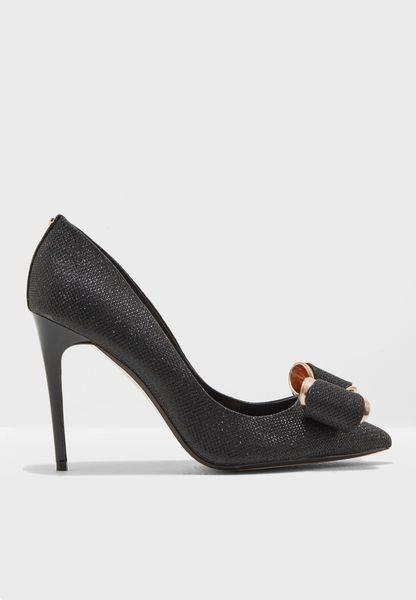 حذاء بكعب عالي ومنسدق