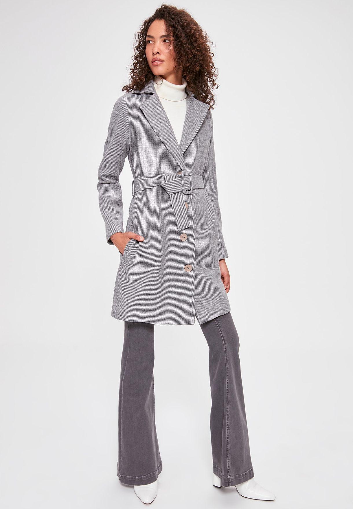 معطف مخطط بأزرار