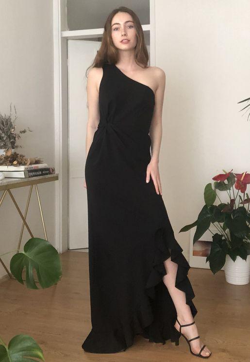 فستان بكتف واحد وشق جانبي