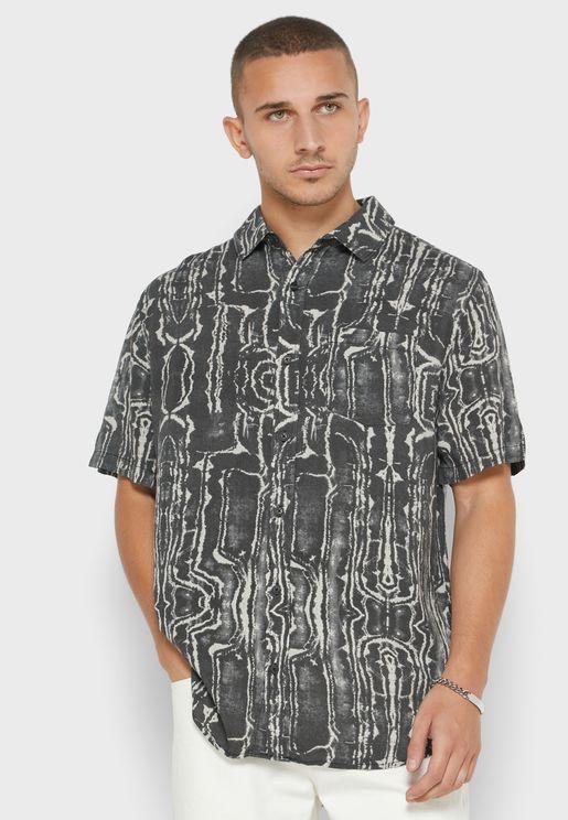 قميص مطبع بقصة سلم فيت