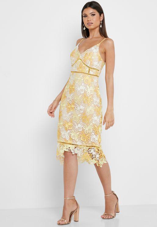 فستان دانتيل متباين الطول