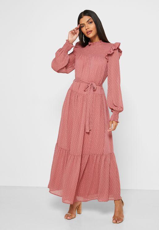 فستان بياقة عالية مكشكشة واربطة خصر