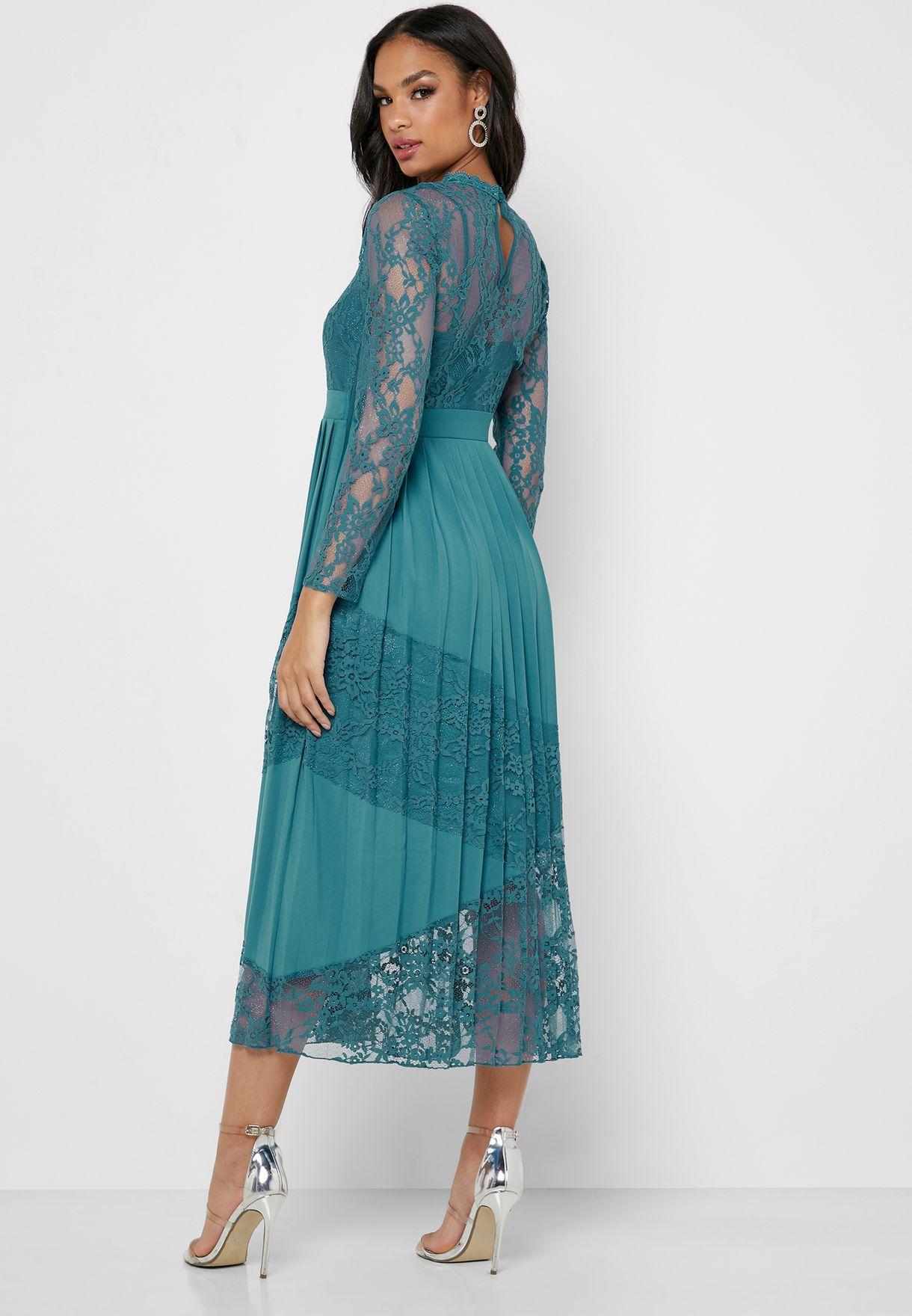 فستان بفتحة من الخلف