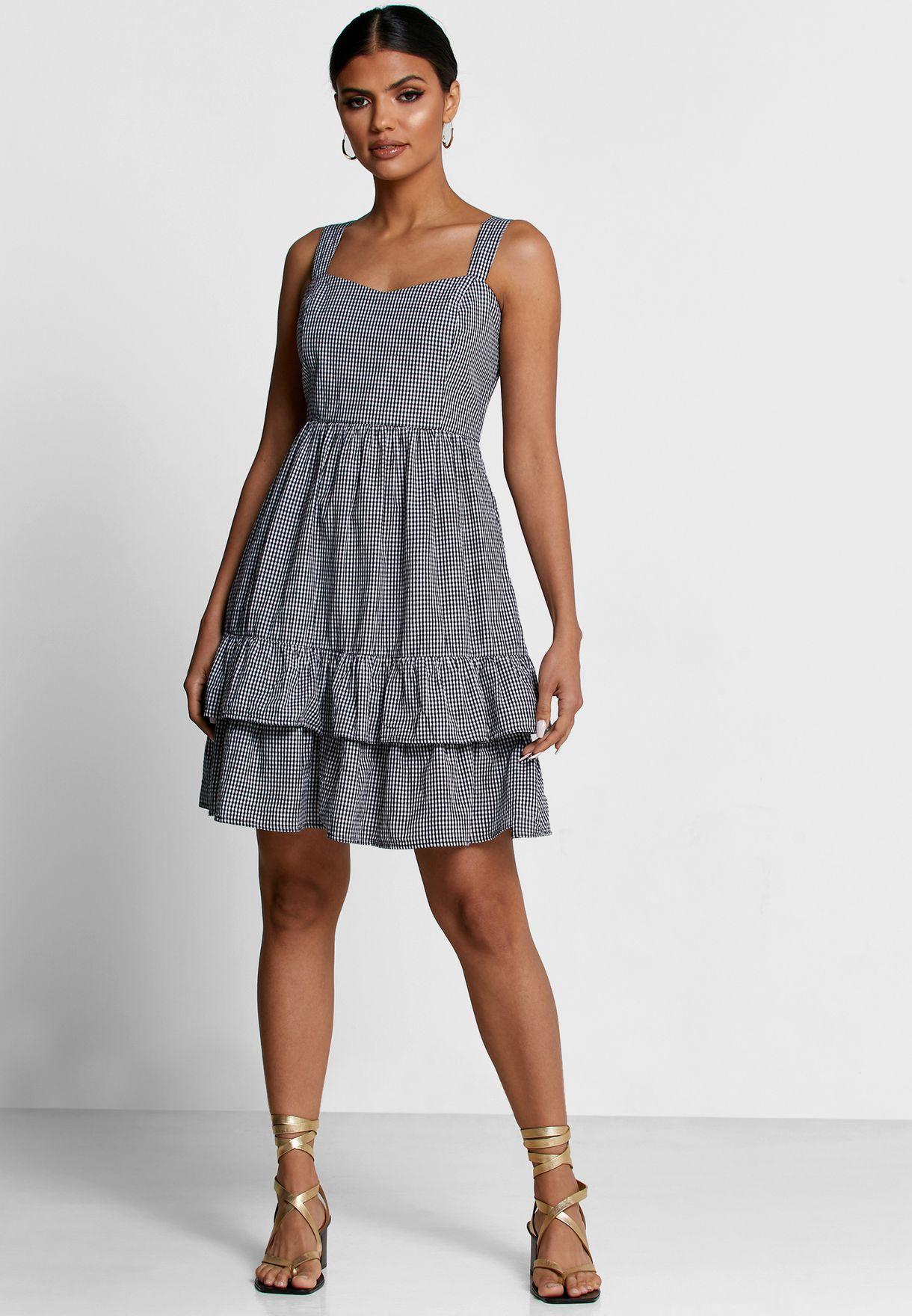 فستان بطبقات وطبعة مربعات