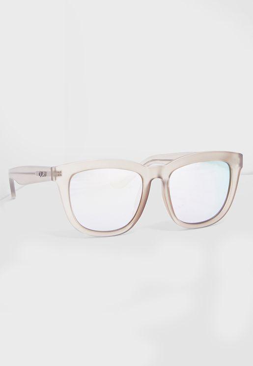 نظارة شمسية مربعة وعاكسة