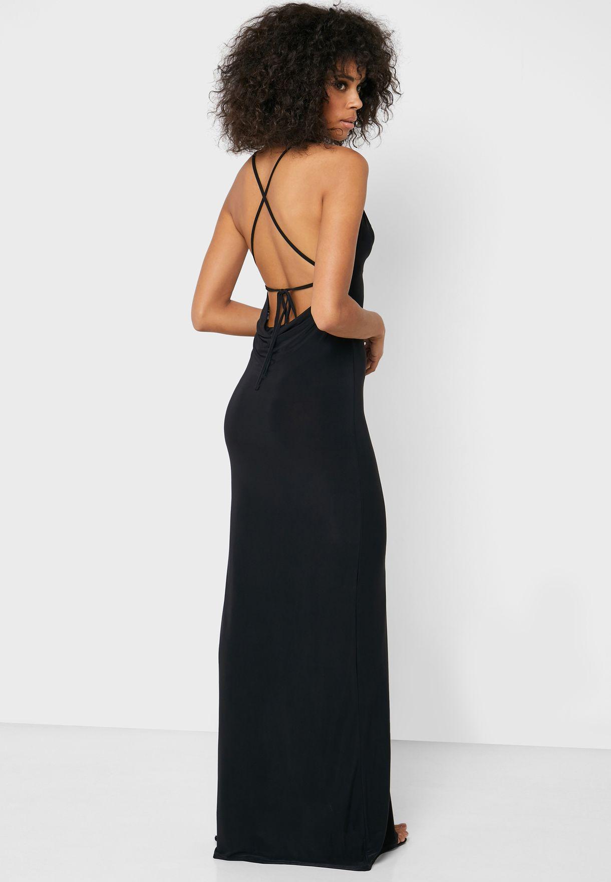 فستان باربطة من الخلف