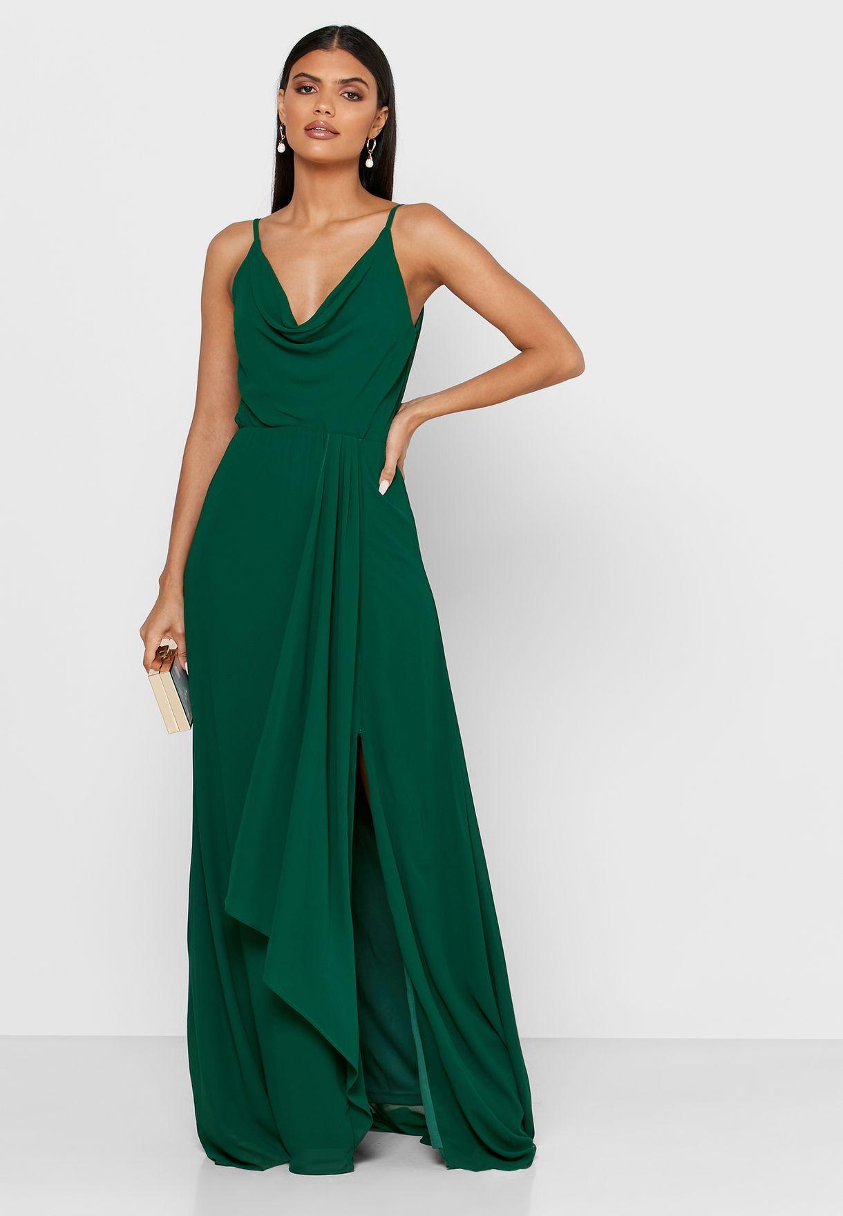 فستان بحمالات ومزين بكشكش