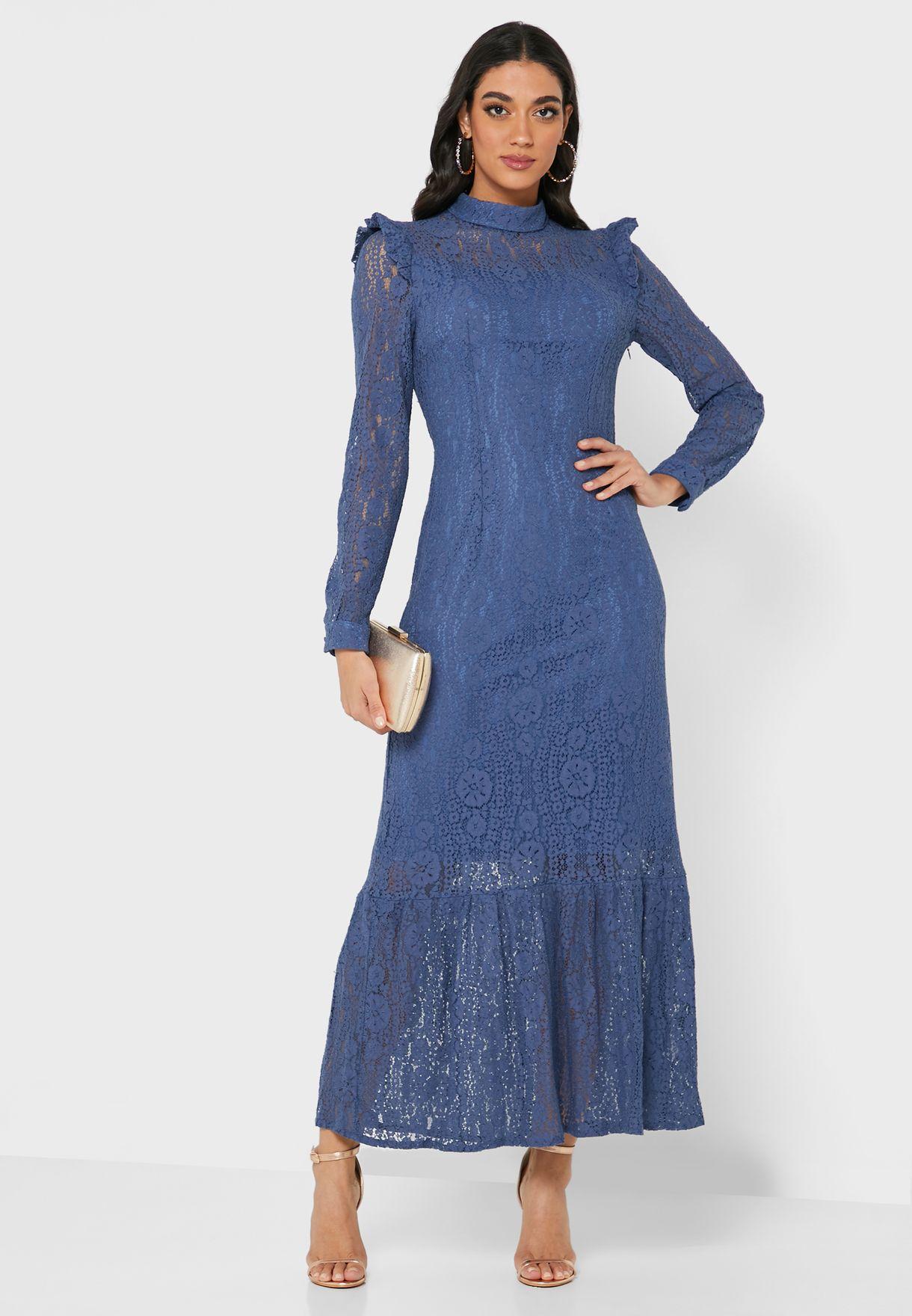 فستان دانتيل بفتحة خلفية