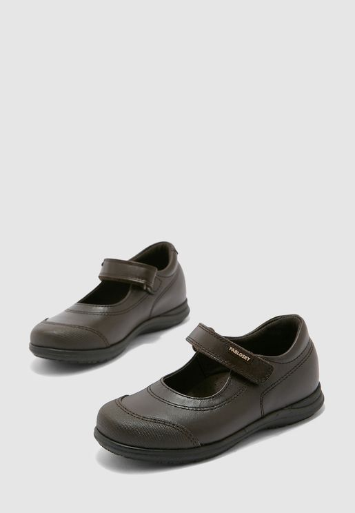 حذاء مزين بثقوب للاطفال