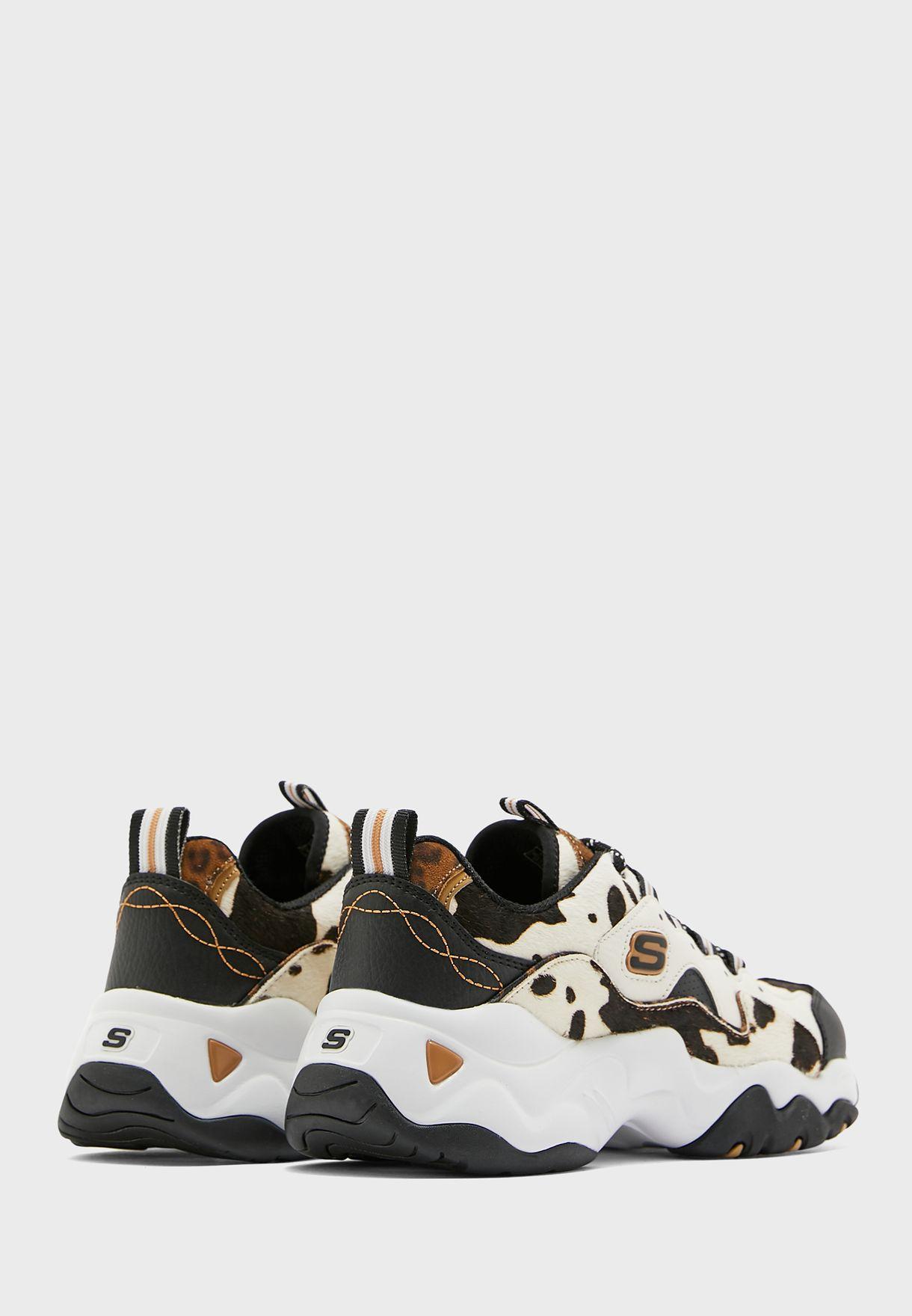 حذاء رياضي مطبع