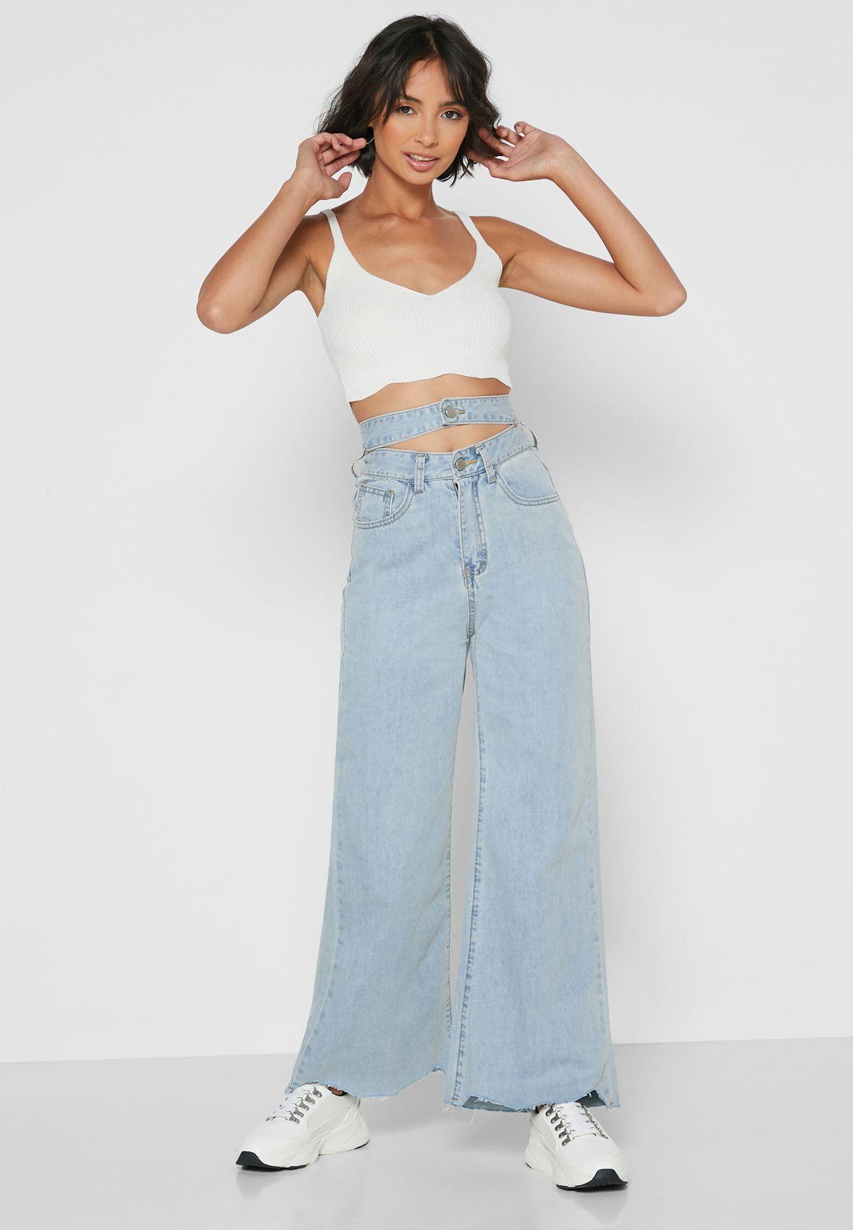 بنطال جينز مزين بفتحة