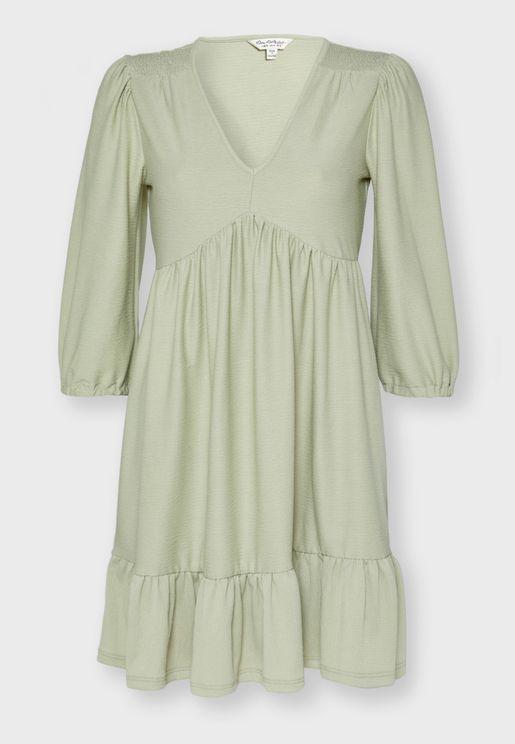 فستان بأكمام قصيرة منفوشة