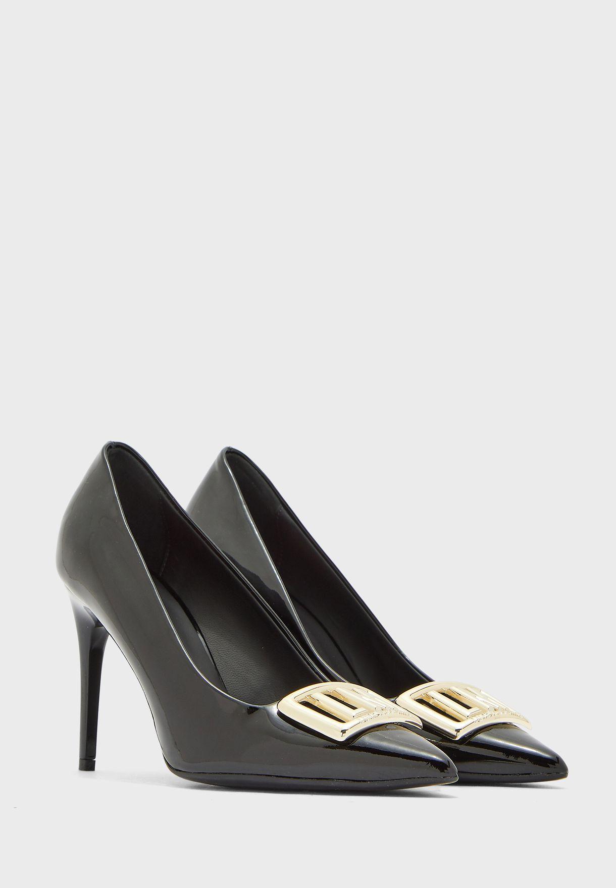حذاء لامع بكعب عالي