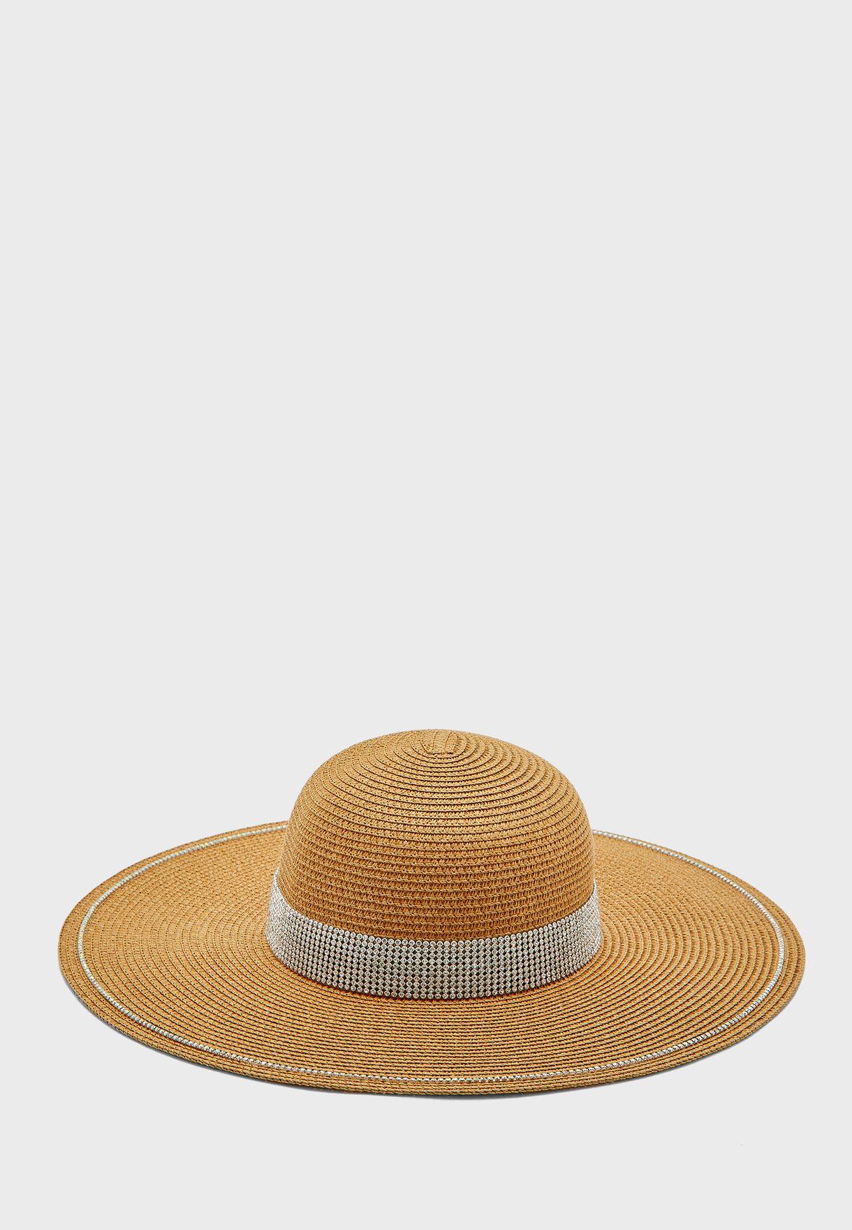 قبعة قش محبوكة
