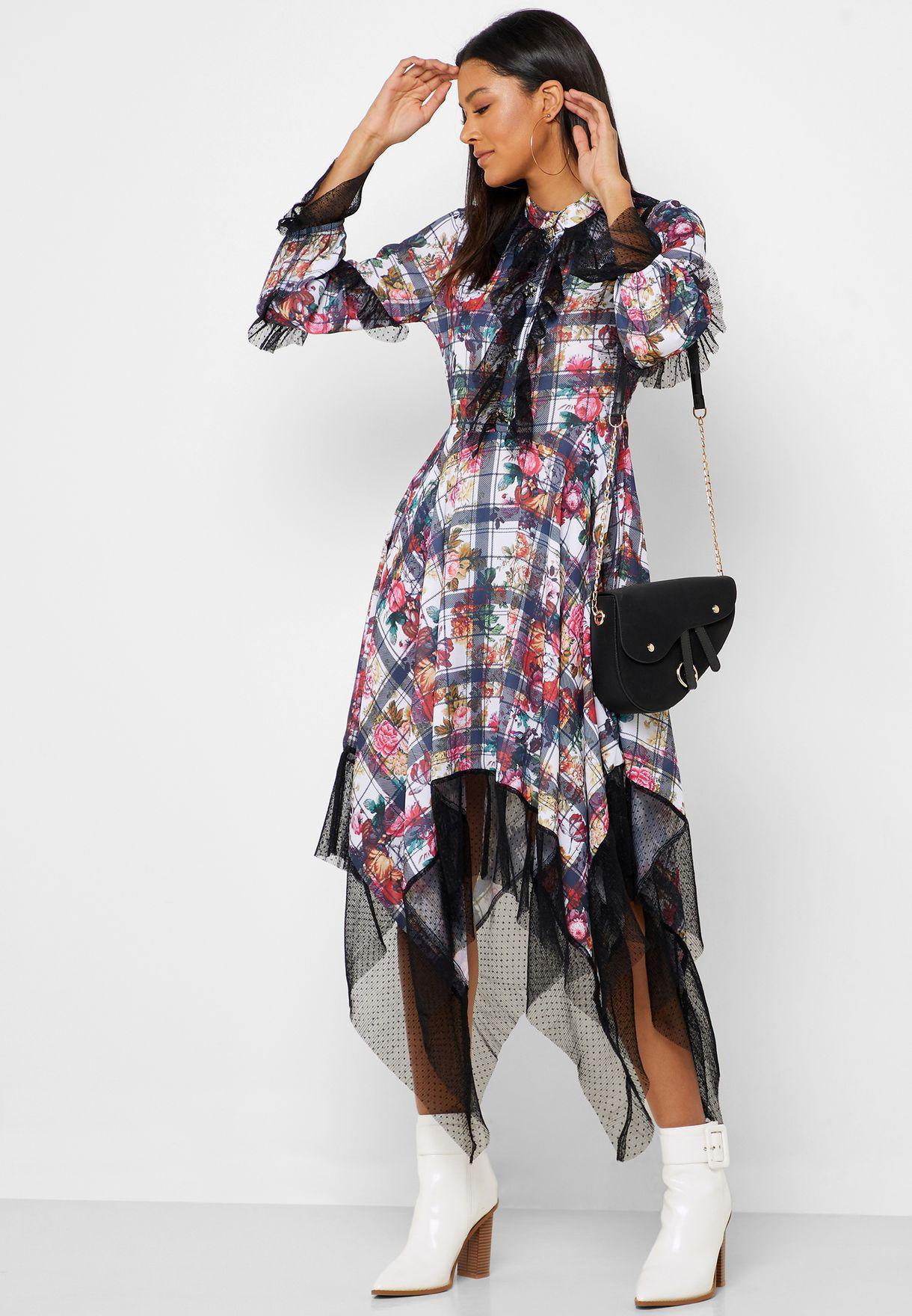 فستان بطبعات وحواف شبك
