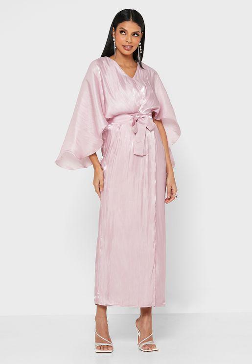 فستان لف بأكمام كيب