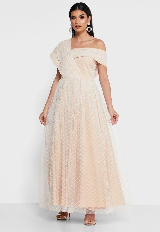 فستان مرصع بلآلئ