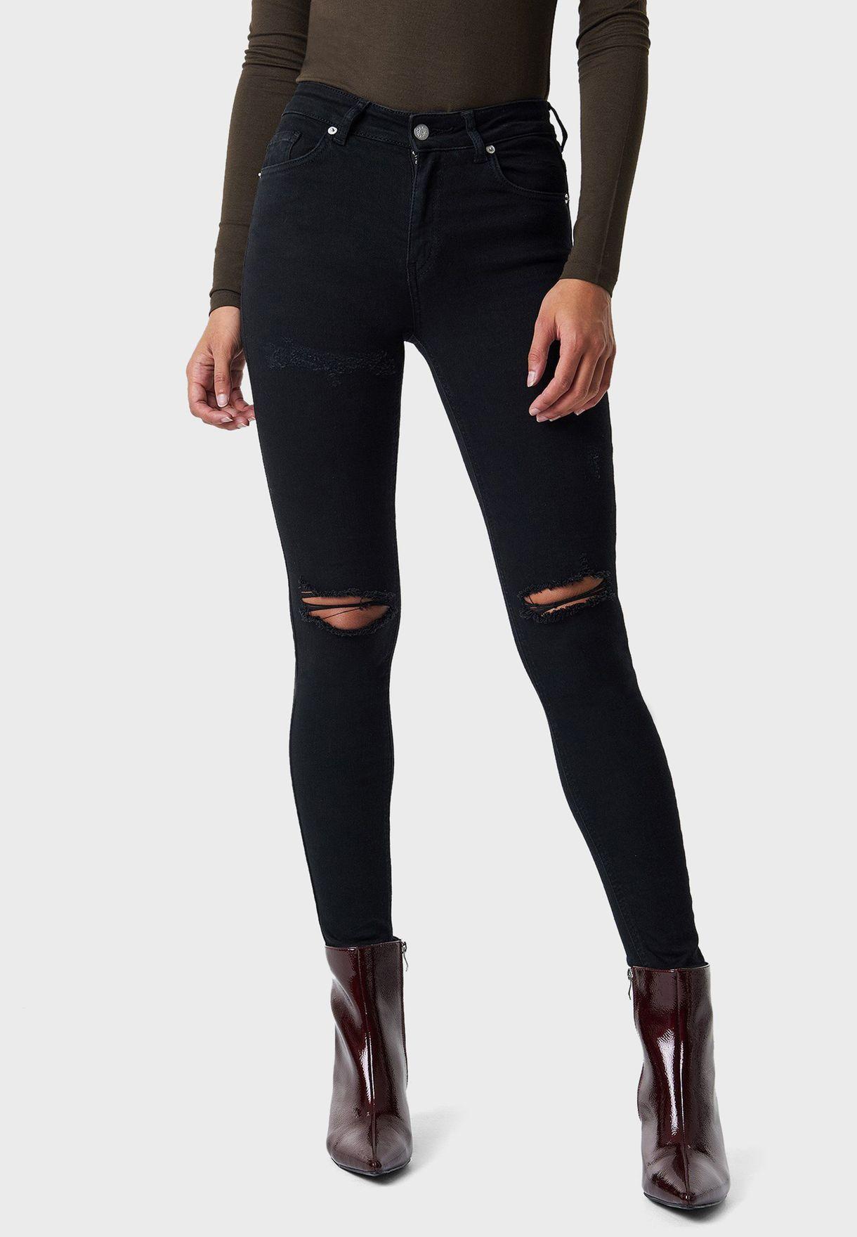 جينز سكيني بشقوق عند الركبة