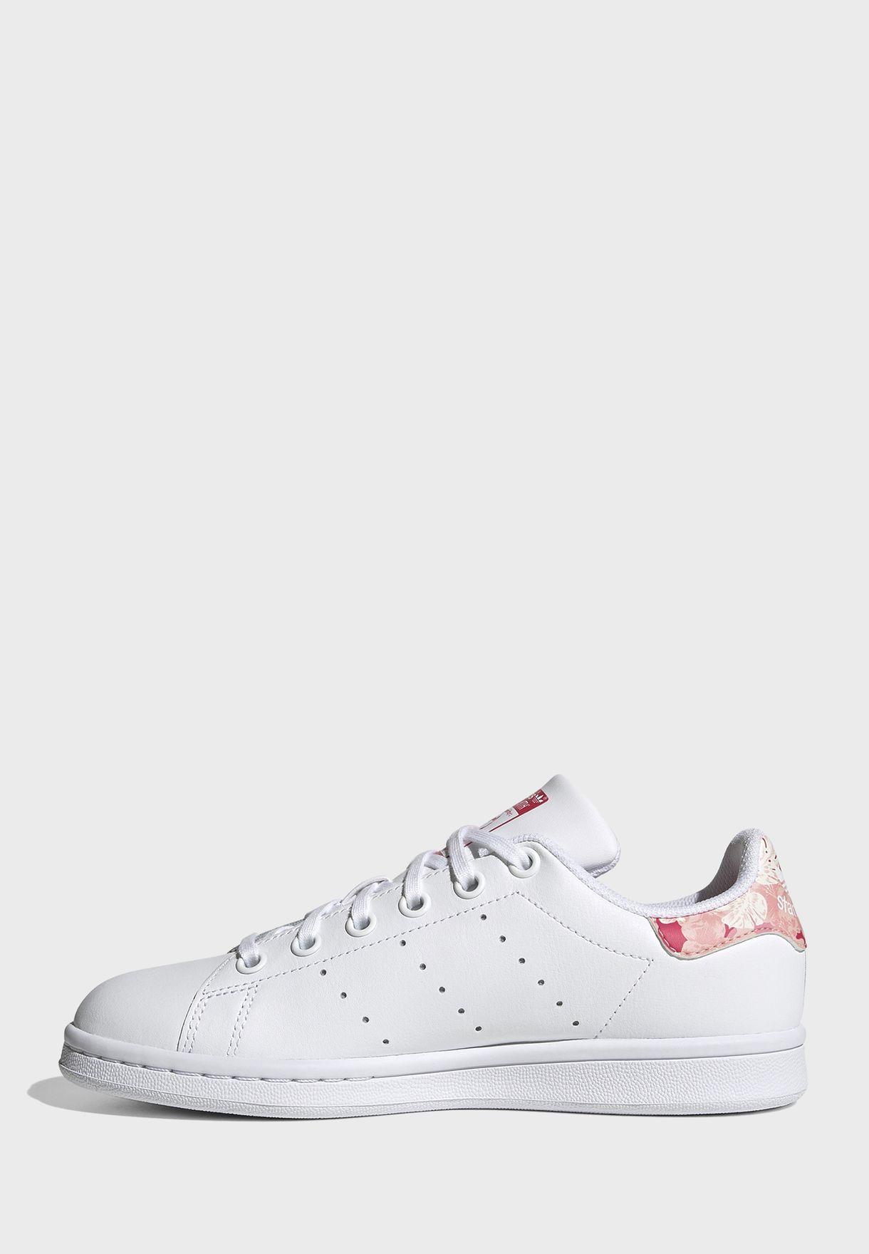 حذاء من مجموعة ستان سميث