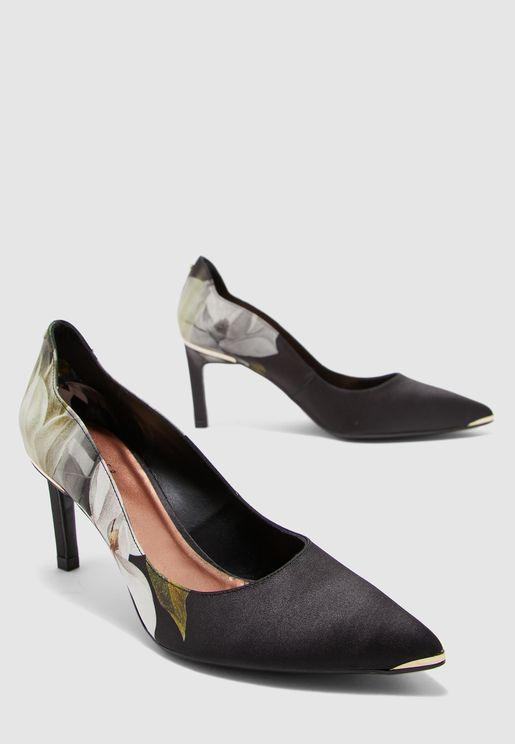 حذاء بطبعات زهور