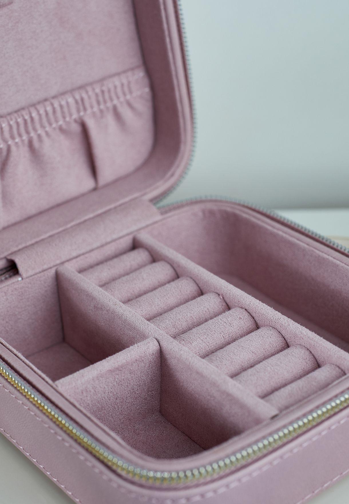 صندوق صغير لحفظ المجوهرات
