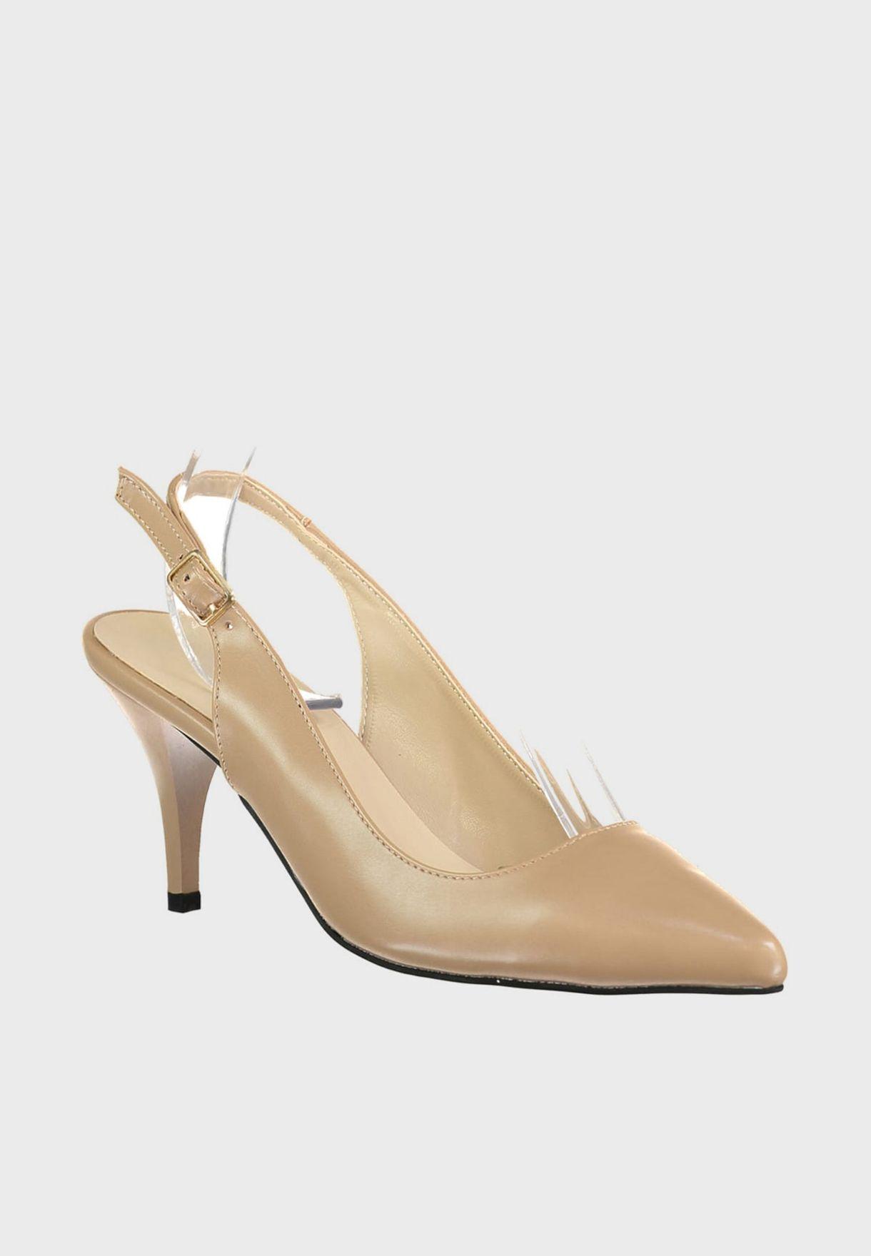 حذاء بكعب رفيع و اساور كاحل