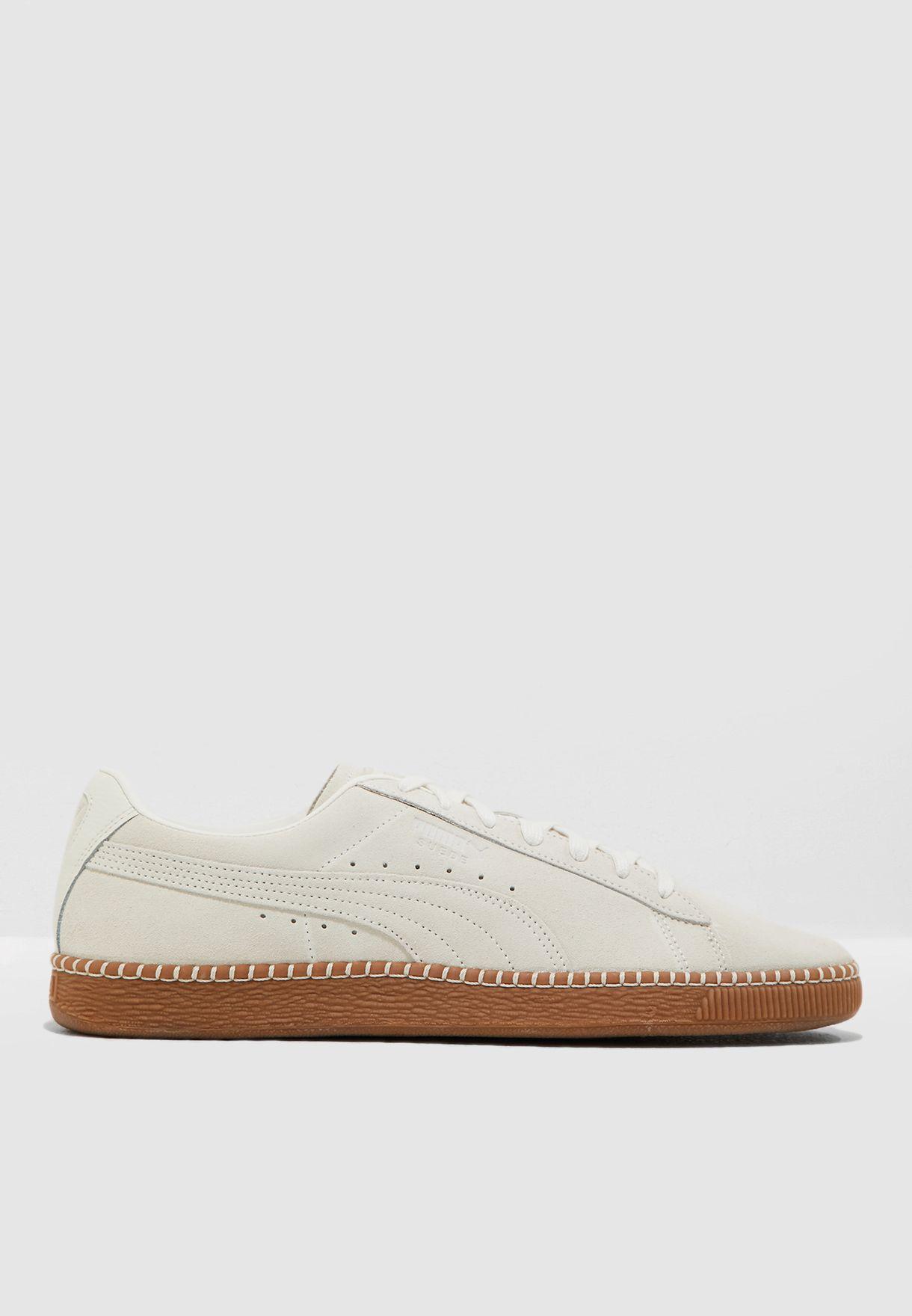 حذاء شامواه كلاسيكي