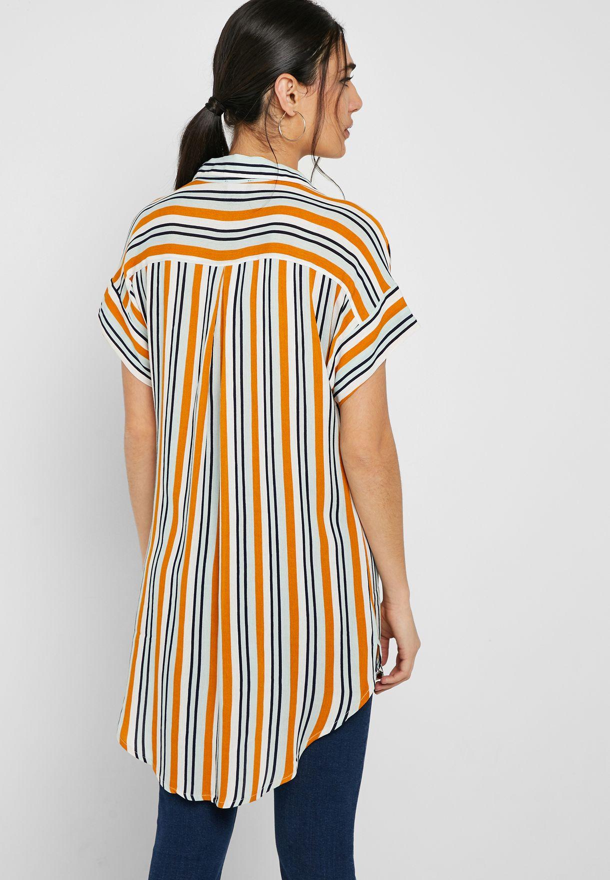 قميص مخطط بحافة متباينة الطول